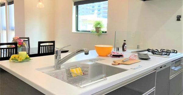 沖縄の別荘に嬉しいシステムキッチン